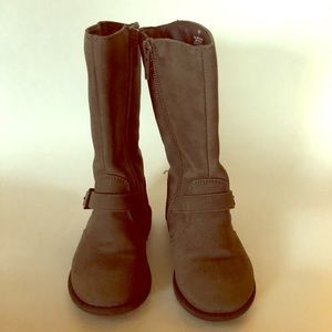 Brown size 7 toddler boot